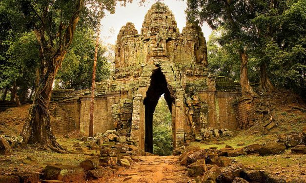 35 Amazing Photos from the Ruins of Angkor Wat Vishnu Temple in Cambodia