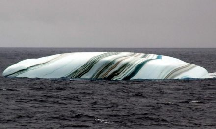 Amazing Pictures of Frozen Waves and Striped Icebergs